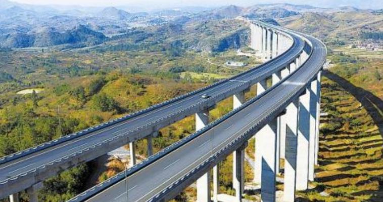 桥梁多车道整体计算采用车道荷载,为什么要进行横向折减?纵向折减?